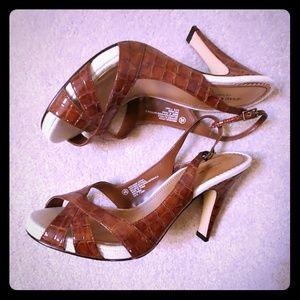 Isaac Mizrahi leather brown heels sz 8.5